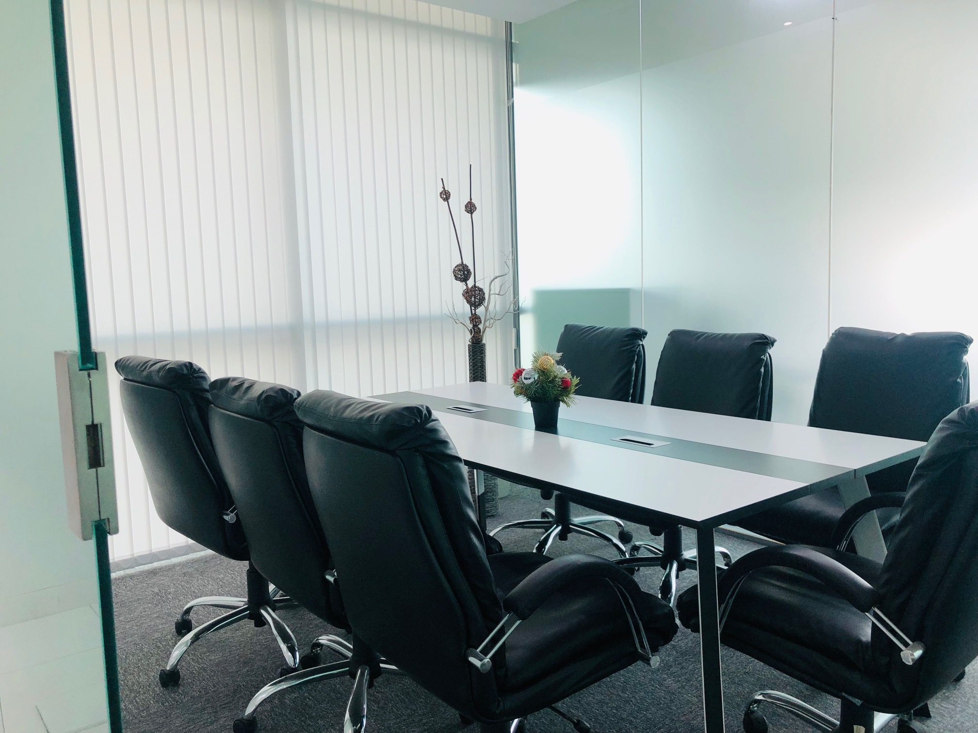 GRAND DEAL - Corporate Work Station/Hot Desk in Dubai