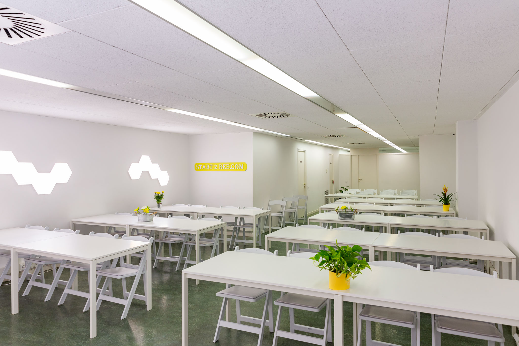 START2BEE COWORKING MEETINGS & EVENTS SPACES -TRAVESSERA-